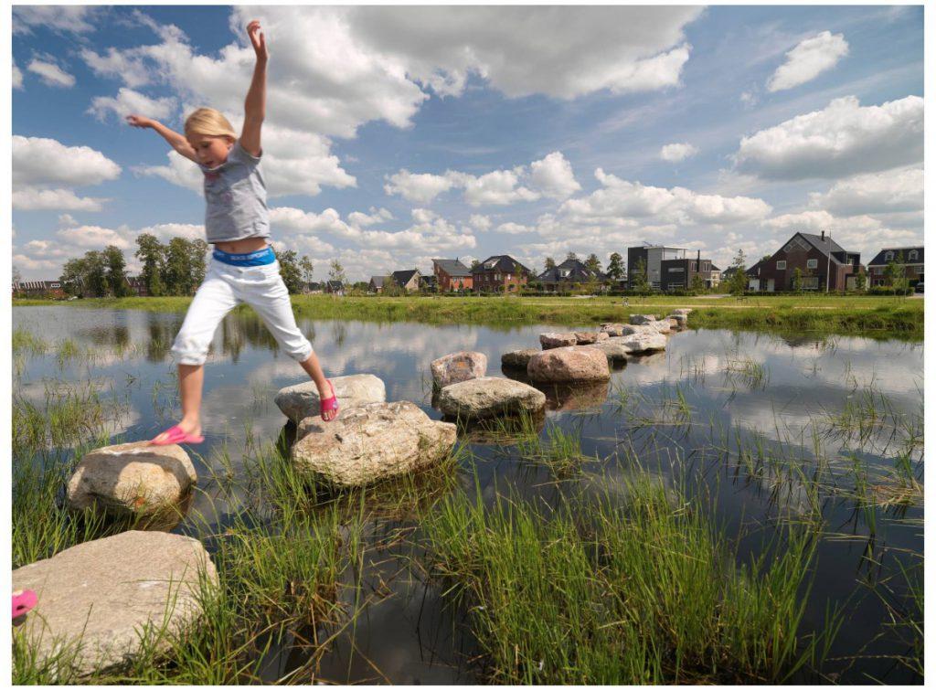 Copijn ontwerpt het wijkpark De Leemvallei. Er is gekozen voor een combinatie van waterzuivering en grondbalans.De scherpe taludlijnen scheppen ruimte.