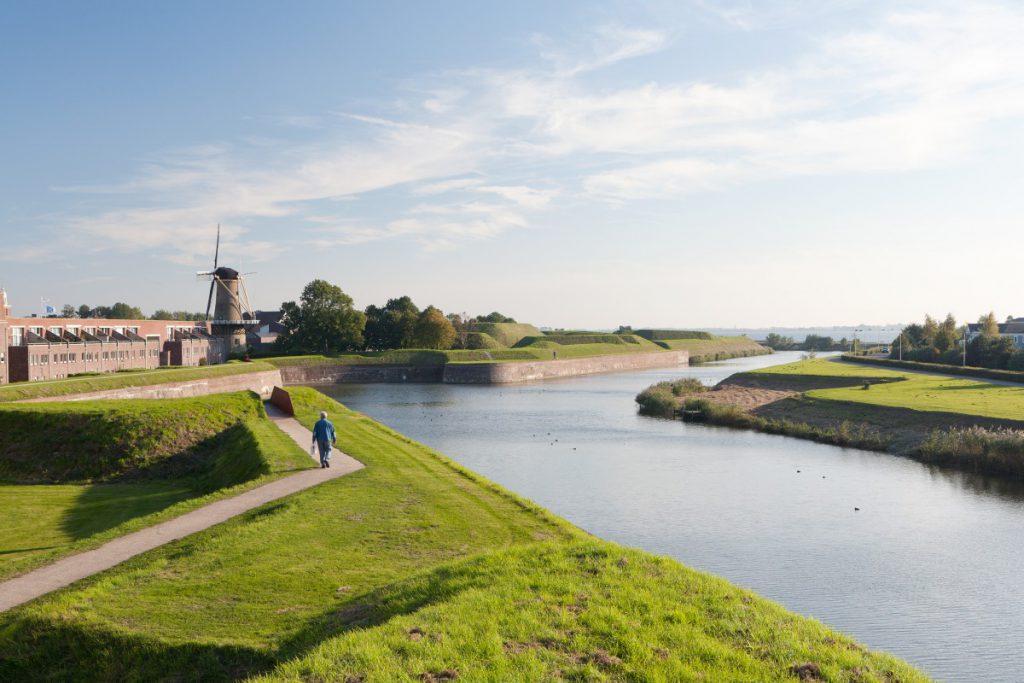 Copijn maakt renovatieplan voor vestingwerken Hellevoetsluis. Het verleden werd zichtbaar gemaakt met vertaling van actuele wensen in een bruikbaar park.