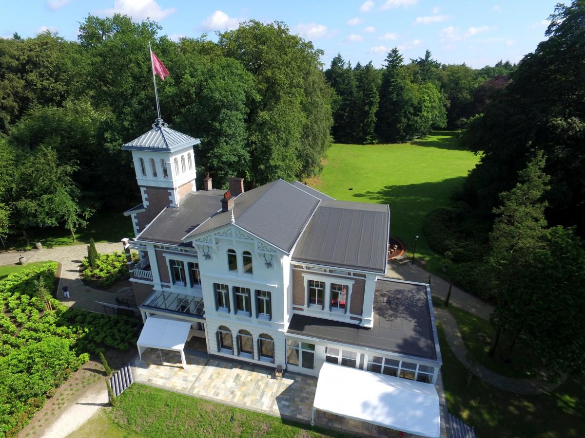 Copijn brengt Landgoed Beukenrode een eeuw verder. Ontwerp voor de herinrichting van buitenruimte, aansluiting op het gebouw en de overgang naar het park.
