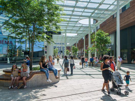 Copijn heeft een ontwerp gemaakt voor de inrichting van de buitenruimte op het dak van het winkelcentrum CityMall Almere boven de parkeergarage. Er zijn tal van boombanken.
