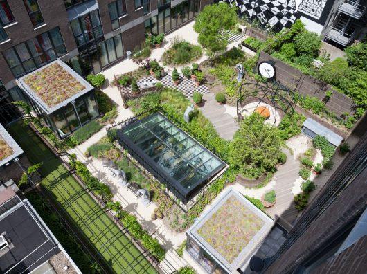 Copijn heeft de daktuin aangelegd van het Andaz Hotel. De grootste uitdaging was naast de krappe uitvoeringstijd vooral de logistieke opgave.