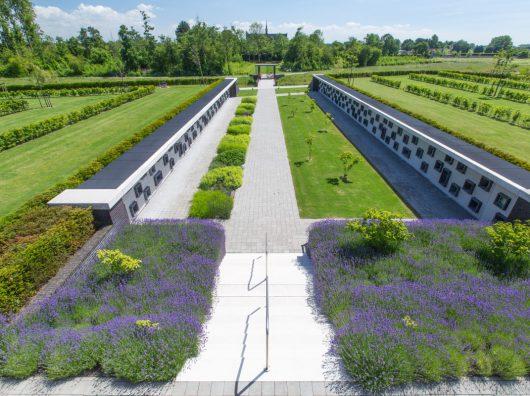 Copijn ontwerpt de uitbreiding van begraafplaats Groene Kerk in Oegstgeest. Deze is gebaseerd op een centrale zichtlijn op de noordvleugel van de kerk.